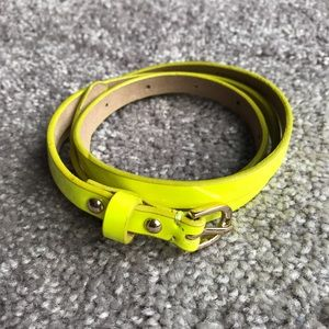 Ann Taylor Patent Neon Yellow Skinny Belt S, Flaw